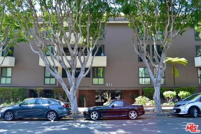 911 N Kings Rd #111, West Hollywood, CA 90069 (#21-712756) :: The Pratt Group