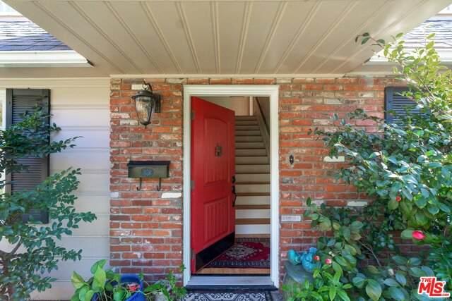 1102 E Altadena Dr, Altadena, CA 91001 (#21-714006) :: Berkshire Hathaway HomeServices California Properties