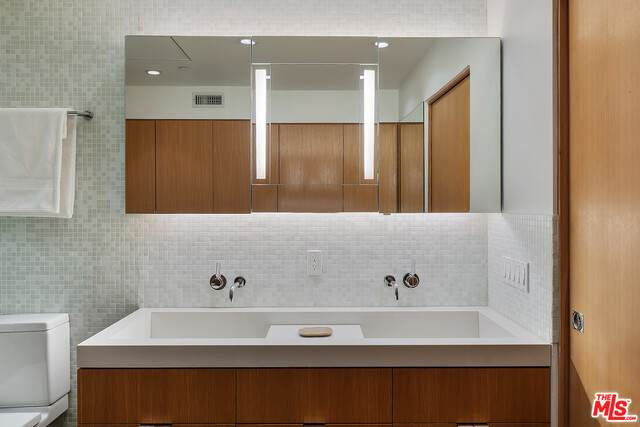 720 Huntley Dr #207, West Hollywood, CA 90069 (#21-714012) :: Compass