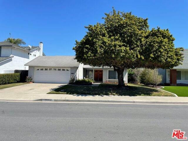 20872 Hunter Ln, Huntington Beach, CA 92646 (MLS #21-714948) :: The Jelmberg Team