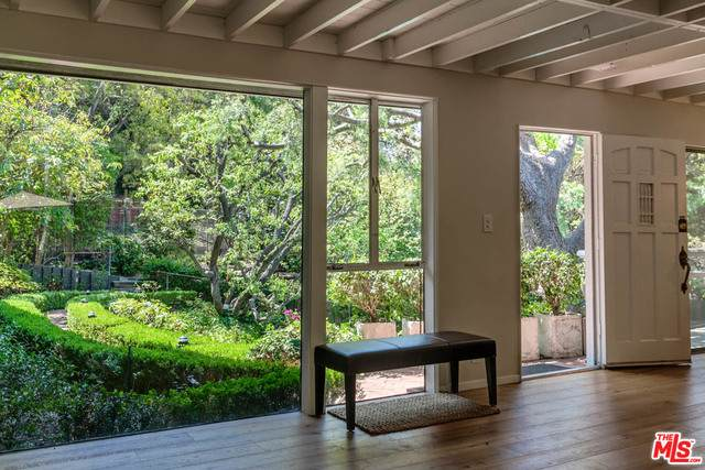 1746 Mandeville Ln, Los Angeles, CA 90049 (#21-715746) :: Amazing Grace Real Estate   Coldwell Banker Realty