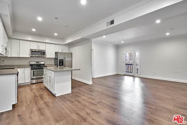 1025 Dewey Ave #402, Los Angeles, CA 90006 (MLS #21-716326) :: The John Jay Group - Bennion Deville Homes
