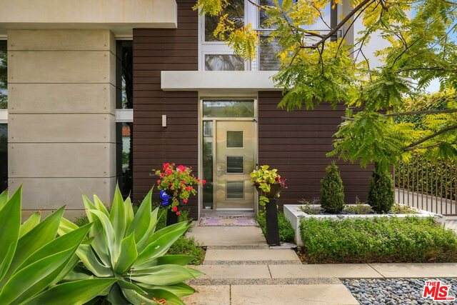 216 S Canon Dr, Beverly Hills, CA 90212 (#21-716492) :: The Parsons Team