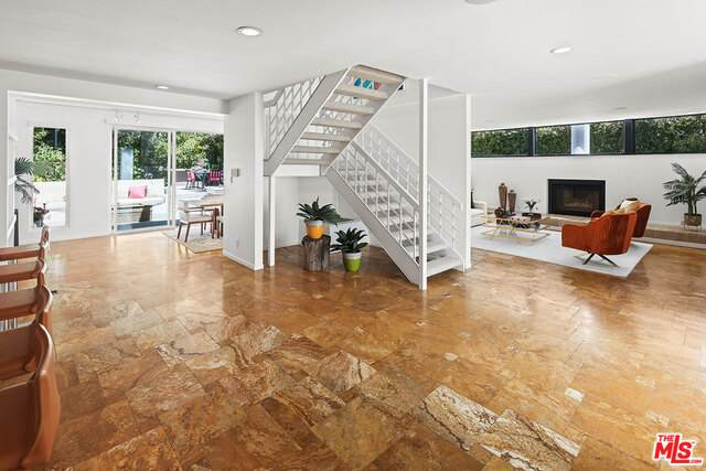 366 N Kenter Ave, Los Angeles, CA 90049 (#21-716806) :: Compass