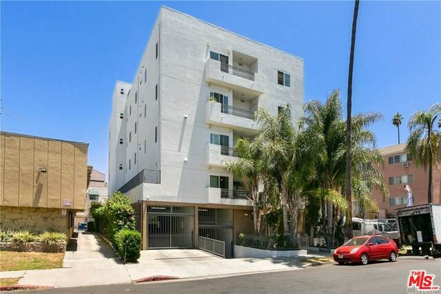 926 S Manhattan Pl #402, Los Angeles, CA 90019 (MLS #21-716888) :: The Jelmberg Team