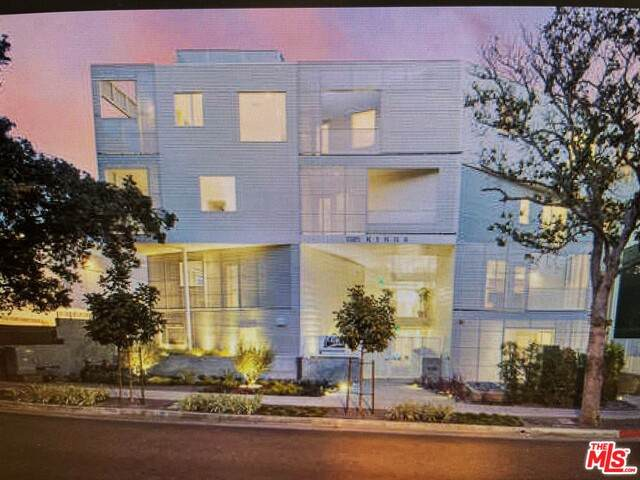 1030 N Kings Rd #104, West Hollywood, CA 90069 (#21-717048) :: Lydia Gable Realty Group