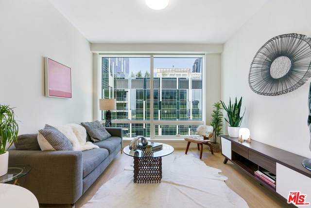 877 Francisco St #2303, Los Angeles, CA 90017 (MLS #21-717184) :: Mark Wise | Bennion Deville Homes