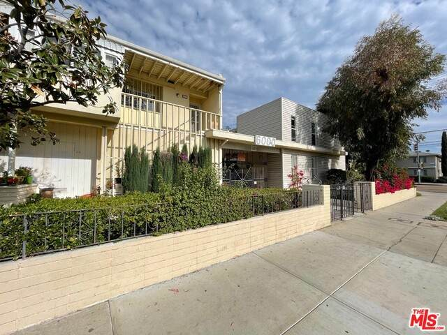 6000 Coldwater Canyon Ave #16, North Hollywood, CA 91606 (#21-717418) :: TruLine Realty