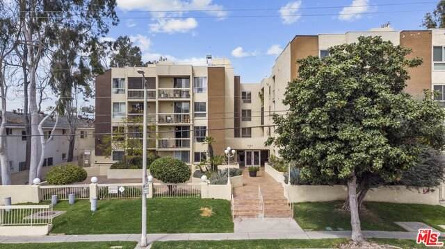 5143 Bakman Ave #205, North Hollywood, CA 91601 (MLS #21-718056) :: The Sandi Phillips Team