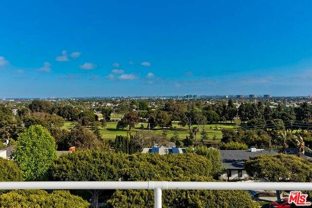 2001 Navy St, Santa Monica, CA 90405 (#21-718086) :: The Pratt Group