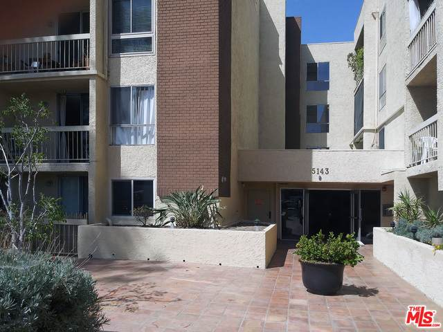 5143 Bakman Ave #109, North Hollywood, CA 91601 (MLS #21-718248) :: The John Jay Group - Bennion Deville Homes