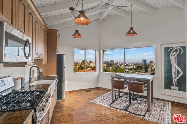 6234 Holly Mont Dr, Los Angeles, CA 90068 (#21-718832) :: Lydia Gable Realty Group