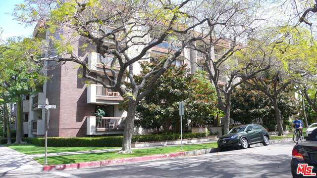 324 N Palm Dr #302, Beverly Hills, CA 90210 (#21-718942) :: The Parsons Team