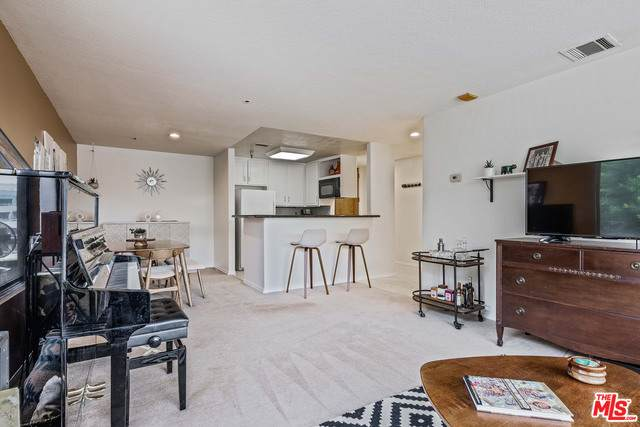 121 S Hope St #334, Los Angeles, CA 90012 (#21-719128) :: TruLine Realty