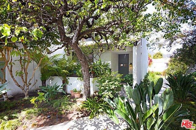 1566 Palisades Dr, Pacific Palisades, CA 90272 (#21-719354) :: Compass