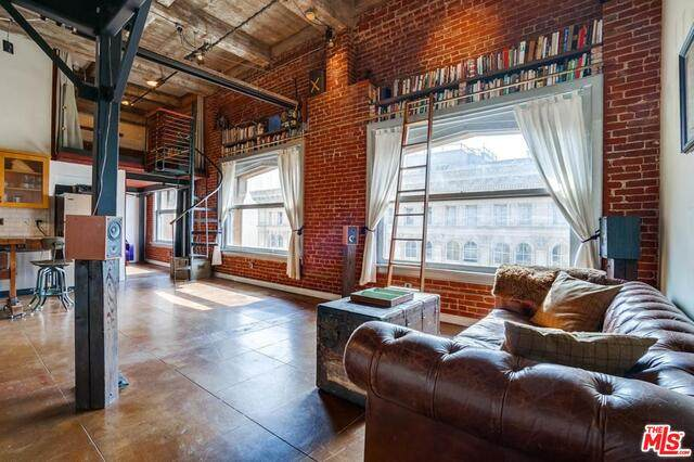 215 W 7Th St #1210, Los Angeles, CA 90014 (#21-719542) :: The Parsons Team