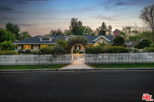 4263 Forman Ave, Toluca Lake, CA 91602 (#21-719976) :: Berkshire Hathaway HomeServices California Properties