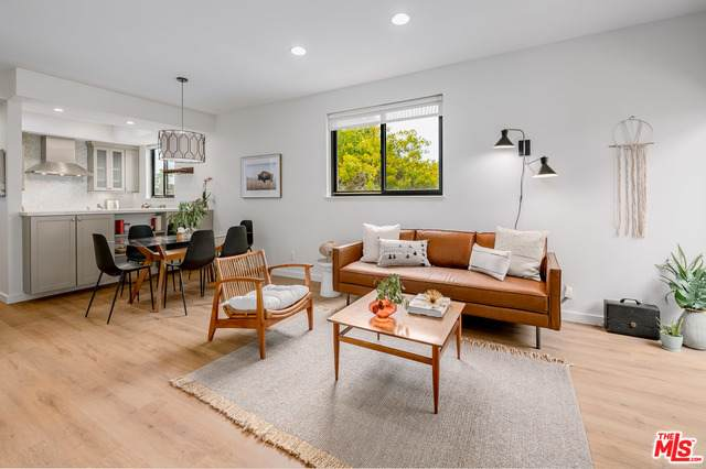 1133 24th St #8, Santa Monica, CA 90403 (#21-720804) :: The Pratt Group