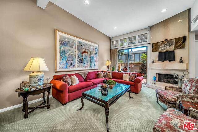 323 San Vicente Blvd #12, Santa Monica, CA 90402 (#21-720890) :: Lydia Gable Realty Group