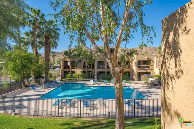 5300 E Waverly Dr J10, Palm Springs, CA 92264 (#21-721274) :: The Pratt Group