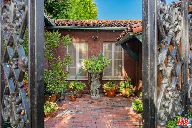 1902 Parnell Ave, Los Angeles, CA 90025 (#21-721836) :: Lydia Gable Realty Group