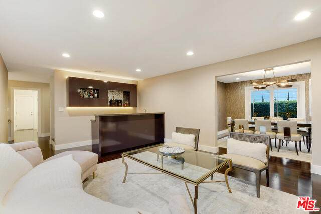 9504 Highridge Dr, Beverly Hills, CA 90210 (#21-723622) :: Berkshire Hathaway HomeServices California Properties