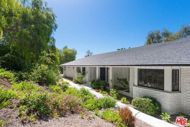 25010 Jim Bridger Rd, Hidden Hills, CA 91302 (#21-724292) :: Berkshire Hathaway HomeServices California Properties