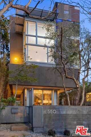550 Grand Blvd, Venice, CA 90291 (#21-724460) :: The Pratt Group