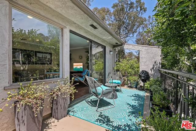 356 S Barrington Ave, Los Angeles, CA 90049 (#21-724956) :: Amazing Grace Real Estate | Coldwell Banker Realty