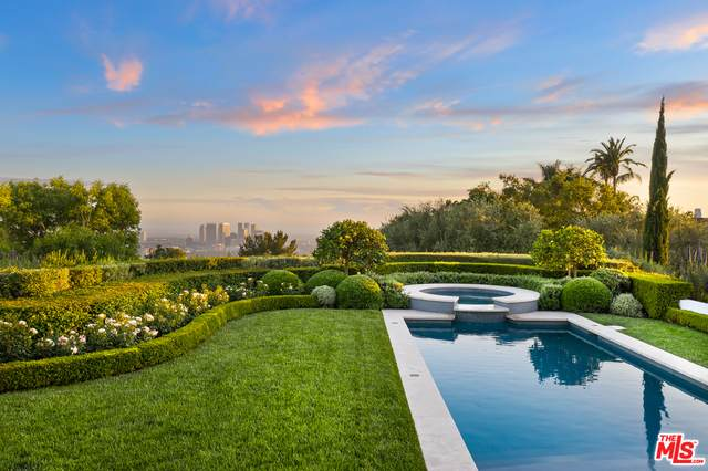 9371 Beverly Crest Dr, Beverly Hills, CA 90210 (#21-725538) :: Berkshire Hathaway HomeServices California Properties