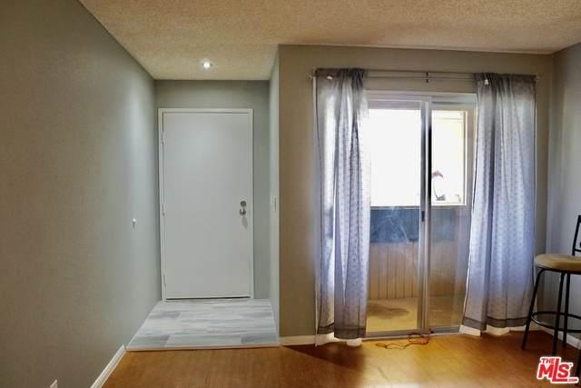 550 N Villa Ct #214, Palm Springs, CA 92262 (#21-725698) :: Montemayor & Associates