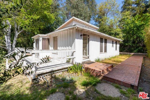 4255 Forman Ave, Toluca Lake, CA 91602 (#21-725704) :: Berkshire Hathaway HomeServices California Properties