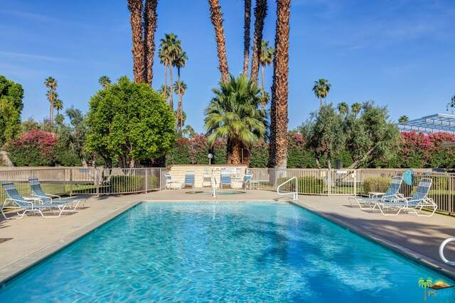 68689 Calle Tolosa, Cathedral City, CA 92234 (MLS #21-725922) :: The John Jay Group - Bennion Deville Homes