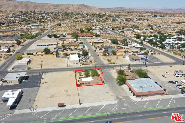 6484 Center St, Joshua Tree, CA 92252 (MLS #21-726902) :: Zwemmer Realty Group