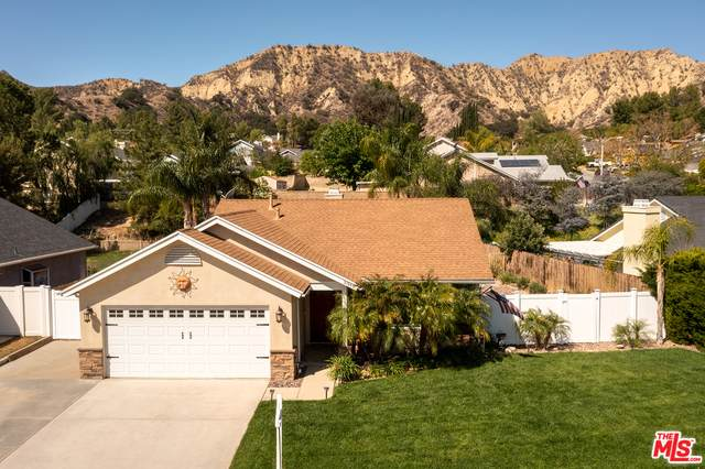 31949 Olive, Castaic, CA 91384 (#21-727344) :: Montemayor & Associates