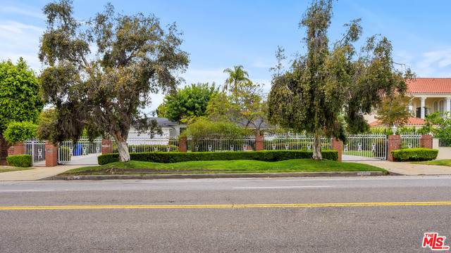 13765 W Sunset Blvd, Pacific Palisades, CA 90272 (#21-727672) :: Berkshire Hathaway HomeServices California Properties
