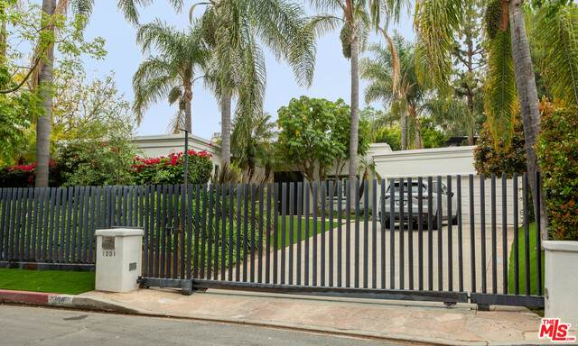 1201 Shadybrook Dr, Beverly Hills, CA 90210 (MLS #21-728038) :: The John Jay Group - Bennion Deville Homes