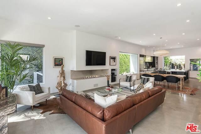 581 N Plymouth Blvd, Los Angeles, CA 90004 (#21-728236) :: Berkshire Hathaway HomeServices California Properties