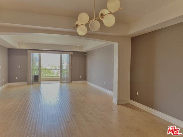 1530 S Centinela Ave Ph3, Los Angeles, CA 90025 (#21-728838) :: The Parsons Team