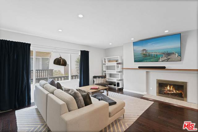 8149 Manitoba St #2, Playa Del Rey, CA 90293 (#21-729466) :: The Pratt Group