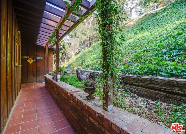 21041 Waveview Dr, Topanga, CA 90290 (MLS #21-729628) :: The Jelmberg Team