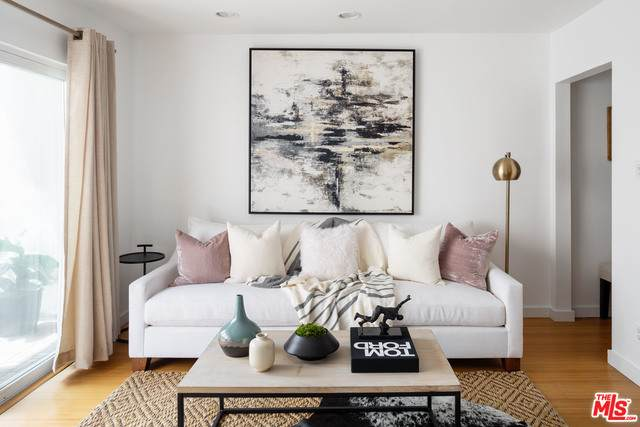 2431 3rd St #9, Santa Monica, CA 90405 (#21-729936) :: Berkshire Hathaway HomeServices California Properties