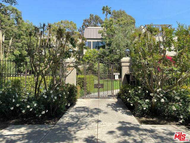950 N Kings Rd #113, West Hollywood, CA 90069 (#21-730036) :: Berkshire Hathaway HomeServices California Properties