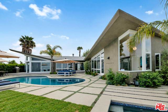 14575 Deervale Pl, Sherman Oaks, CA 91403 (#21-730038) :: The Pratt Group