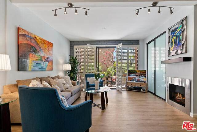 15515 W Sunset Blvd #104, Pacific Palisades, CA 90272 (#21-730394) :: Berkshire Hathaway HomeServices California Properties