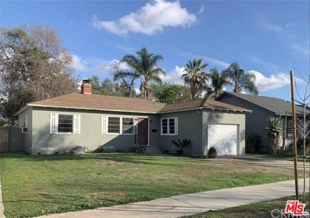 433 N Citrus St, Orange, CA 92868 (MLS #21-730552) :: Zwemmer Realty Group