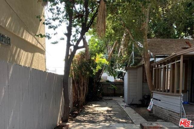 6222 Banner Ave, Los Angeles, CA 90038 (#21-730644) :: Lydia Gable Realty Group