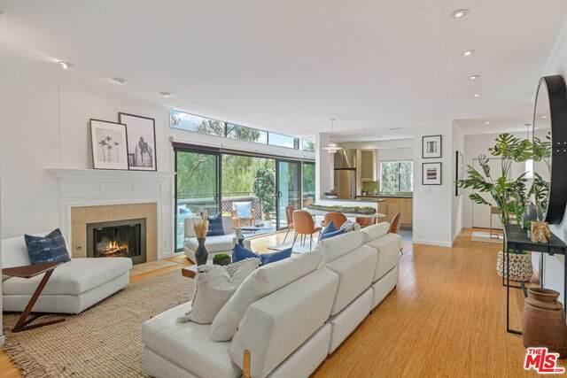 1102 12Th St #4, Santa Monica, CA 90403 (#21-730772) :: Berkshire Hathaway HomeServices California Properties