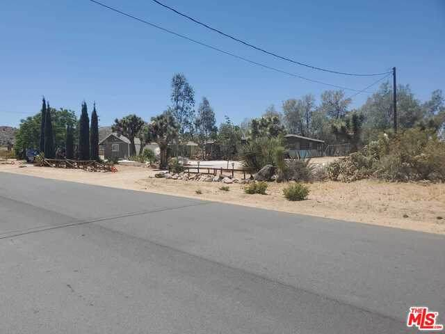 7664 Joshua View Dr, Yucca Valley, CA 92284 (#21-731110) :: The Pratt Group