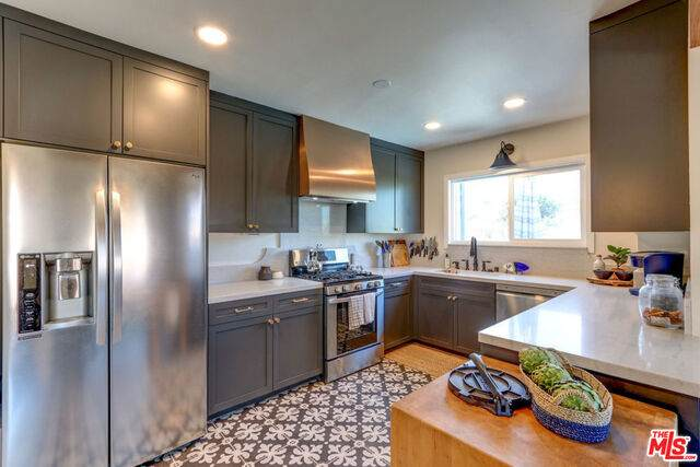 1903 W 65Th Pl, Los Angeles, CA 90047 (#21-731256) :: Lydia Gable Realty Group
